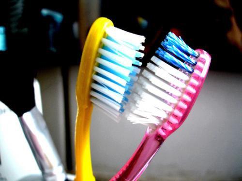DICA: Não junte suas escovas de dentes
